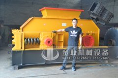 大型石英砂对辊制砂机发往广东清远-2PG1500X800型