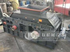 1500x1000大型半自动液压对辊破碎机发往广东